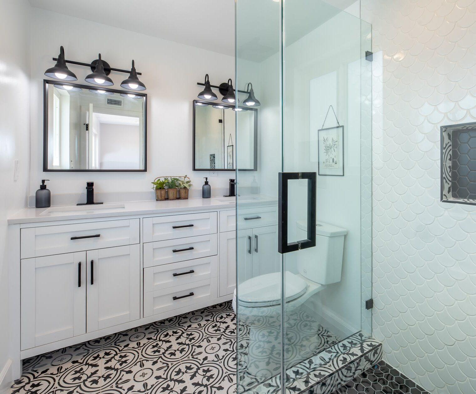 Consejos para escoger la mampara de vidrio perfecta para el baño